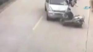 Minibüsle motosiklet işte böyle çarpıştı