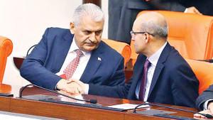 Başbakan Binali Yıldırım, Yardımcısı Şimşek'e şakayla karışık takıldı