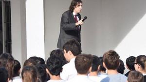 Müdürden Andımız'ı okuyan öğrencilere: Dingonun ahırı mı burası?
