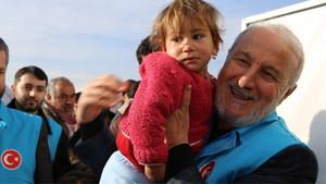 Halep'te İnsanlık Ölmesin yardım tırları sayısı 707'ye ulaştı