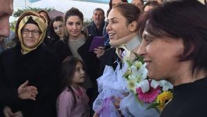 Gökcen Özdoğan Enç'e Antalya'da coşkulu karşılama