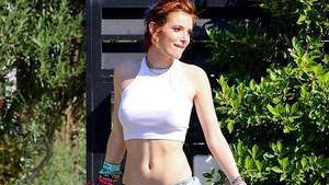Bella Thorne sütyensiz sokağa çıktı görenler gözlerine inanamadı