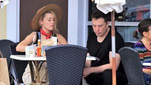 Elon Musk ile eski sevgilisi Amber Heard kahvaltıda kafa karıştırdı