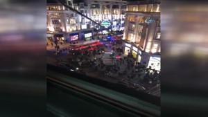 Londra'da metro istasyonunda hareketli dakikalar