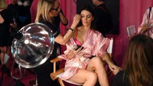 22 yaşında tam 22 milyon dolar kazanıyor.. Kendall Jenner