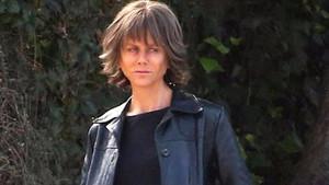 Nicole Kidman peruğu ve kirli makyajıyla tanınmaz halde