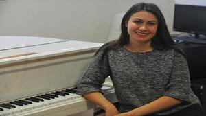 Piyano dahilerinin avcısı Elena Çekiç