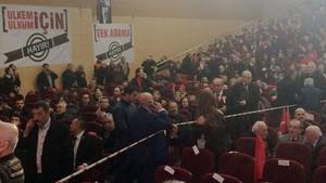 Muhalif MHP'liler salona sığmadı