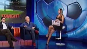 İtalyan spor spikeri canlı yayında maçı öyle bir kıyafetle anlattı ki...