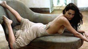 Angelina Jolie ve Brad Pitt boşanmıyor aslında. Karma onları boşuyor