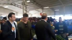 Çavuşoğlu, ekonomiden dert yanan pazarcıyı dinlemedi, koşar adım uzaklaştı!
