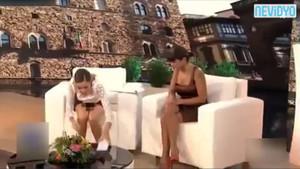 İtalyan sunucu etek giydiğini unuttu!