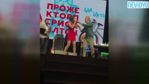 Kadın şarkıcıyı ifşaladı