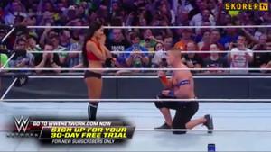 John Cena, 75.000 hayranın karşısında evlilik teklifi etti