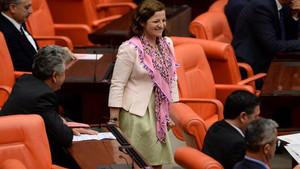 Kadın Vekiller Meclis'in kasvetli havasını değiştirdi
