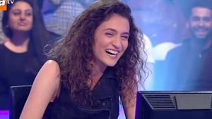 Nuray Okat adlı yarışmacı ilginç gülüşüyle stüdyoyu kahkahaya boğdu