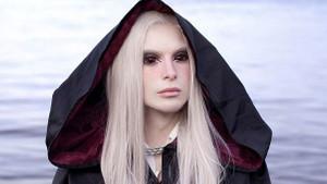 Estetiklerle Yüzüklerin Efendisi'ndeki Elf'lere benzedi