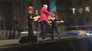 Sertab Erener Çatalca Belediye Başkanını sahneden kovdu