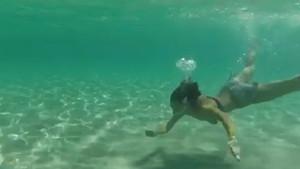 Hande Subaşı deniz kızı gibi yüzdü
