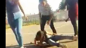 Sivas'ta lise öğrencisi kızların kavgası görenleri dehşete düşürdü