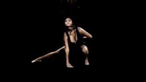 Hande Erçel'den olay dans şovu