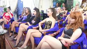 Adnan Oktar'dan seksi kadın tarifi