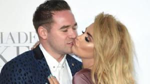 Ünlü şarkıcıdan eşine skandal suçlama: Banyoda dadısı ile...