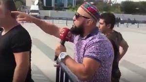 Cumhuriyet davasında Ahsen TV muhabiri ile gençler arasında arbede