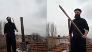 Çatıda Noel Baba'yı bekleyen adamın yılbaşı isyanı