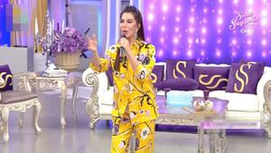 Ebru Yaşar, Seda Sayan'ın programında giydiği kıyafetle alay konusu oldu