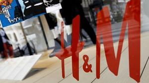 Çoraplardaki Allah yazısına benzeyen figürler için H&M'den özür