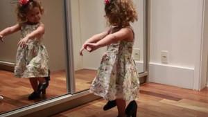 Sevimli ufaklığın flamenko performansı