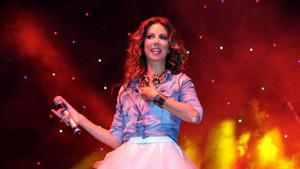 Ünlü şarkıcı Tuğba Özerk'ten alkışlanacak hareket!
