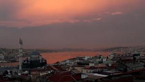 İstanbul Boğazı gün batımında kızıla boyandı... Muhteşem manzara