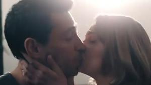 Farah Zeynep Abdullah ile Ekin Koç'un olay öpüşme sahnesi!