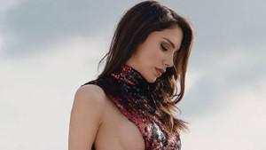 Manken Tuğçe Aral'dan Jennifer Lopez pozu