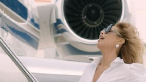 Linet yeni klibindeki uçaklar için servet ödedi