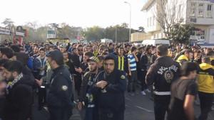 Derbi maçı öncesi gerginlik! Fenerbahçeli taraftarlar gözaltına alındı