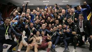 Trabzonsporlu futbolcuların olay galibiyet pozu