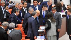 Pervin Buldan ile Devlet Bahçeli'nin sohbeti dikkat çekti