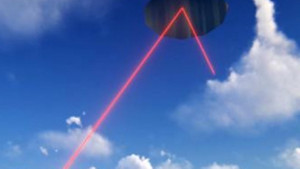 Aselsan'ın lazer silahı havadaki yansıtıcı üzerinden çok uzaktaki hedefi vuruyor