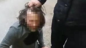 Taciz şüphelisini dövüp polise teslim ettiler