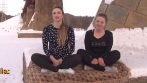 Sibirya soğuğunda sokakta yoga yapan kızlar
