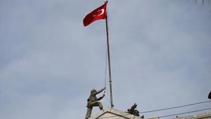 Türk Bayrağı Afrin kent merkezinde dalgalanıyor