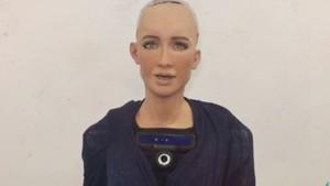 Robot Sophia'dan Türkiye'ye merhaba mesajı
