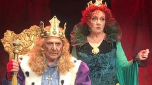 Ünlü tiyatrocu çift 40 yıl sonra aynı sahnede buluştu