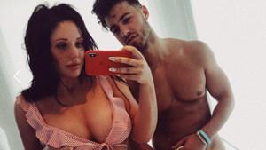 Charlotte Crosby sevgilisinin üzerinde bir şey yokken çekildiği kareyi paylaştı