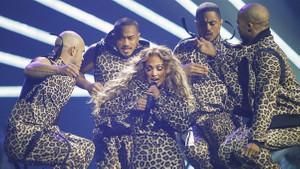 48'lik Jennifer Lopez ortalığı kasıp kavurdu! Kıyafetiyle nefes kesti...