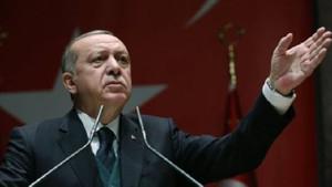 New York Times: Erdoğan, vaazlar ve yüksek sesli hakaretlerle Türkiye'yi büyülüyor