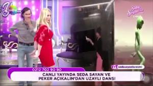 Seda Sayan ve Peker Açıkalından uzaylı dansı!